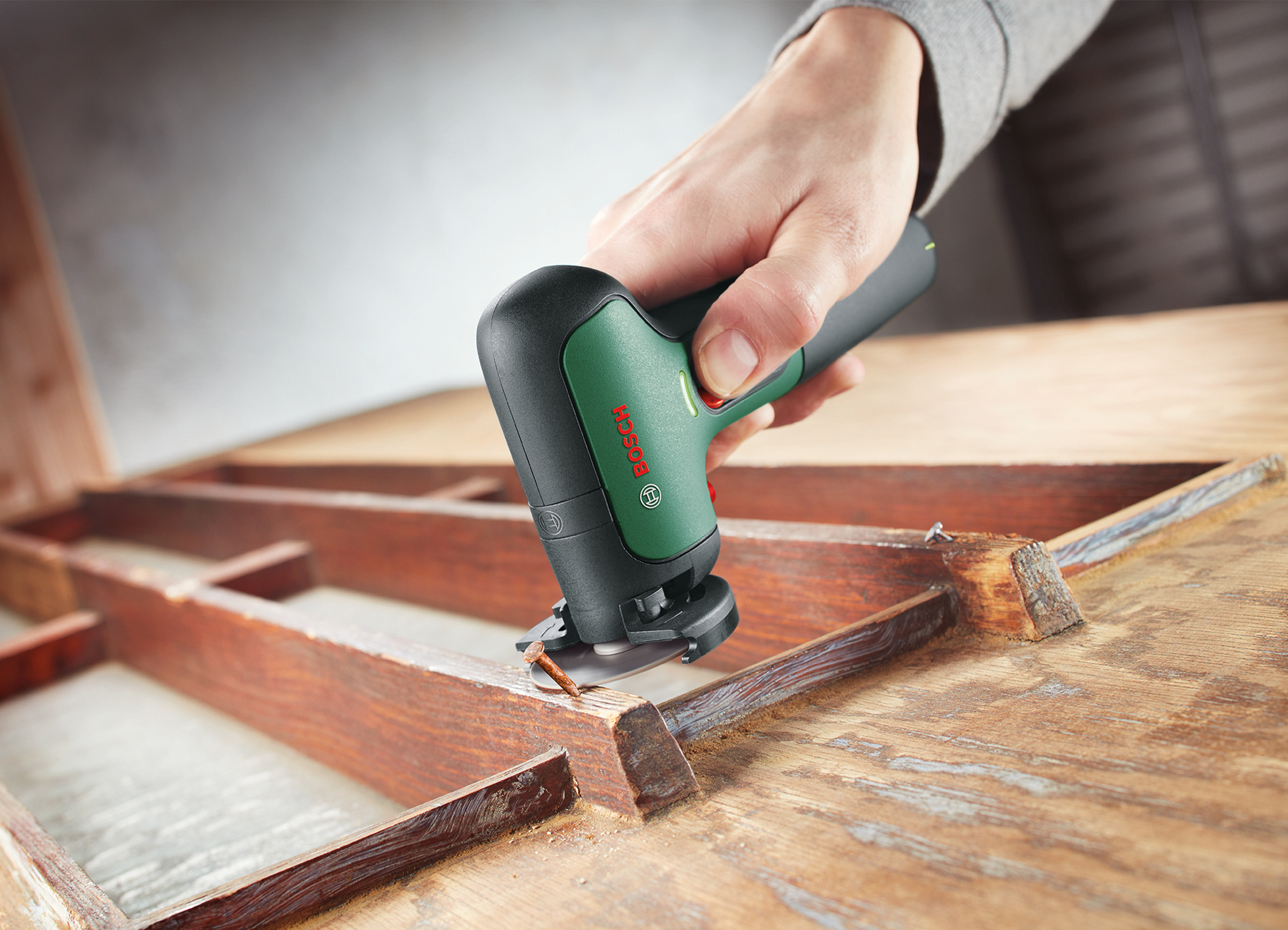 Light, compact, quiet: The EasyCut&Grind from Bosch