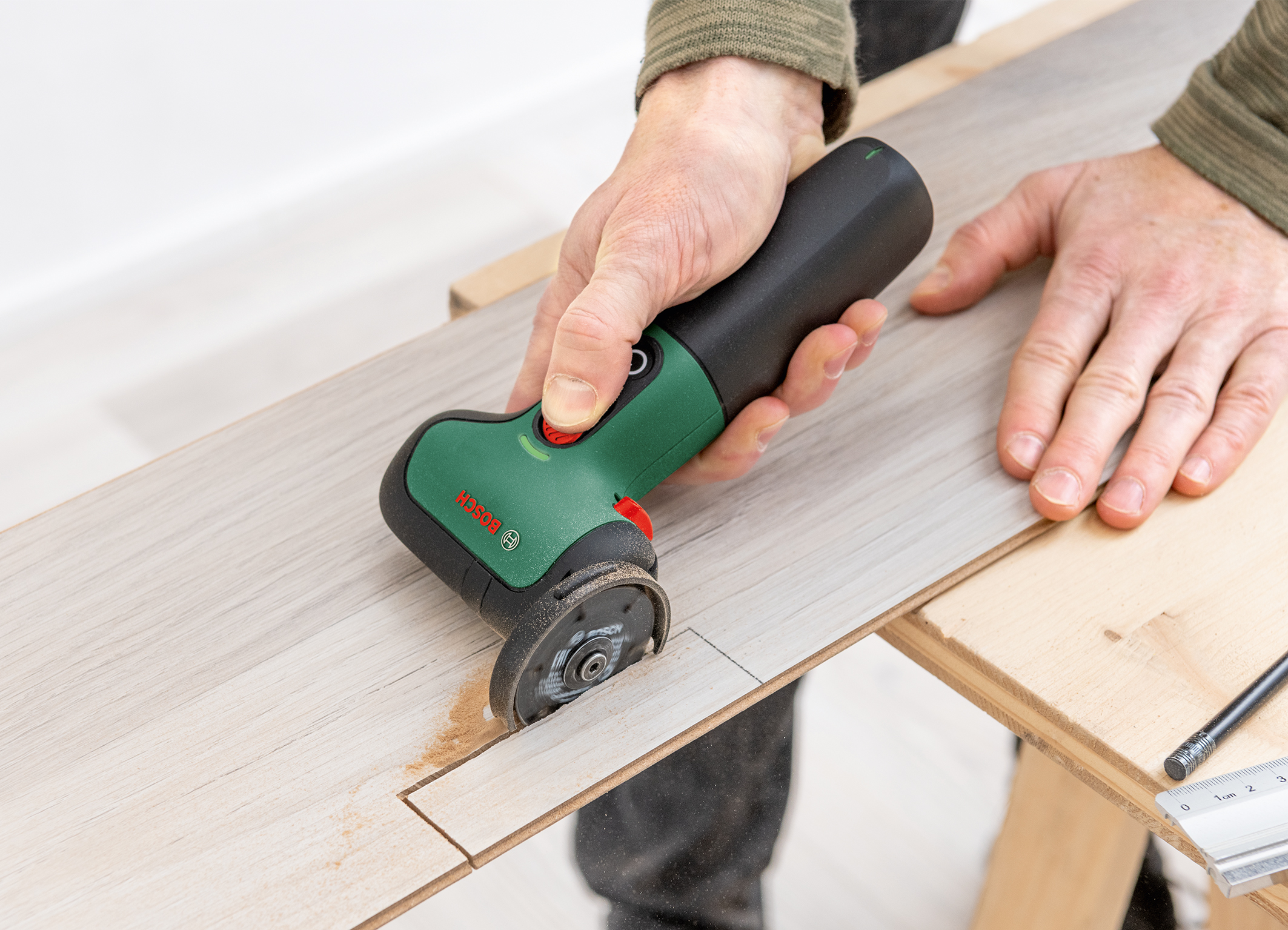 The ideal helper for many DIY projects: The EasyCut&Grind from Bosch