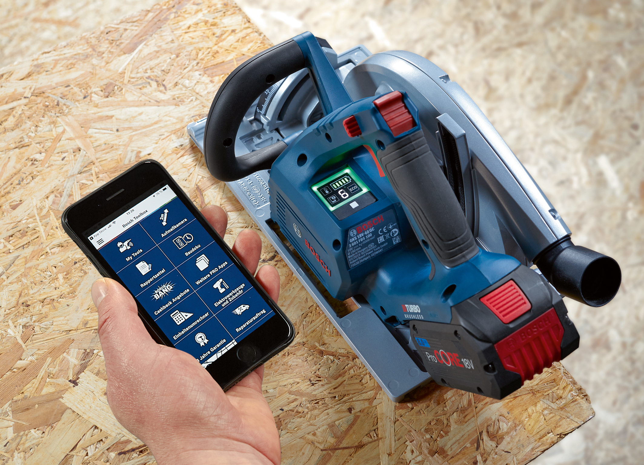 Added value through user interface and connectivity function: Cordless GKS 18V-68 GC Professional hand-held circular saw from Bosch for professionals