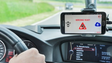 Cloud-based wrong-way driver warning from Bosch