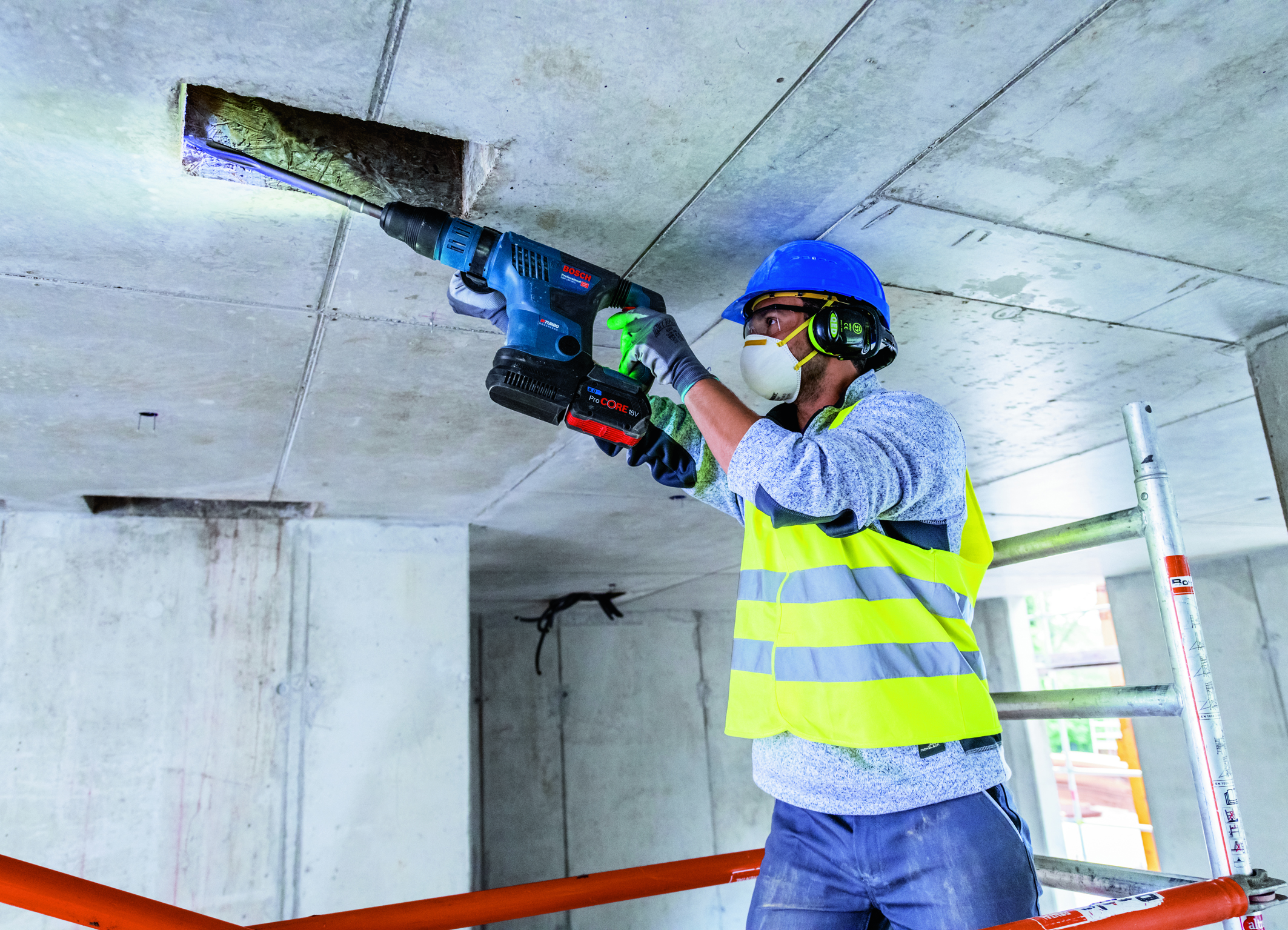Value-added thanks to User Interface and connectivity: GBH 18V-36 C Professional Biturbo hammer from Bosch for professionals