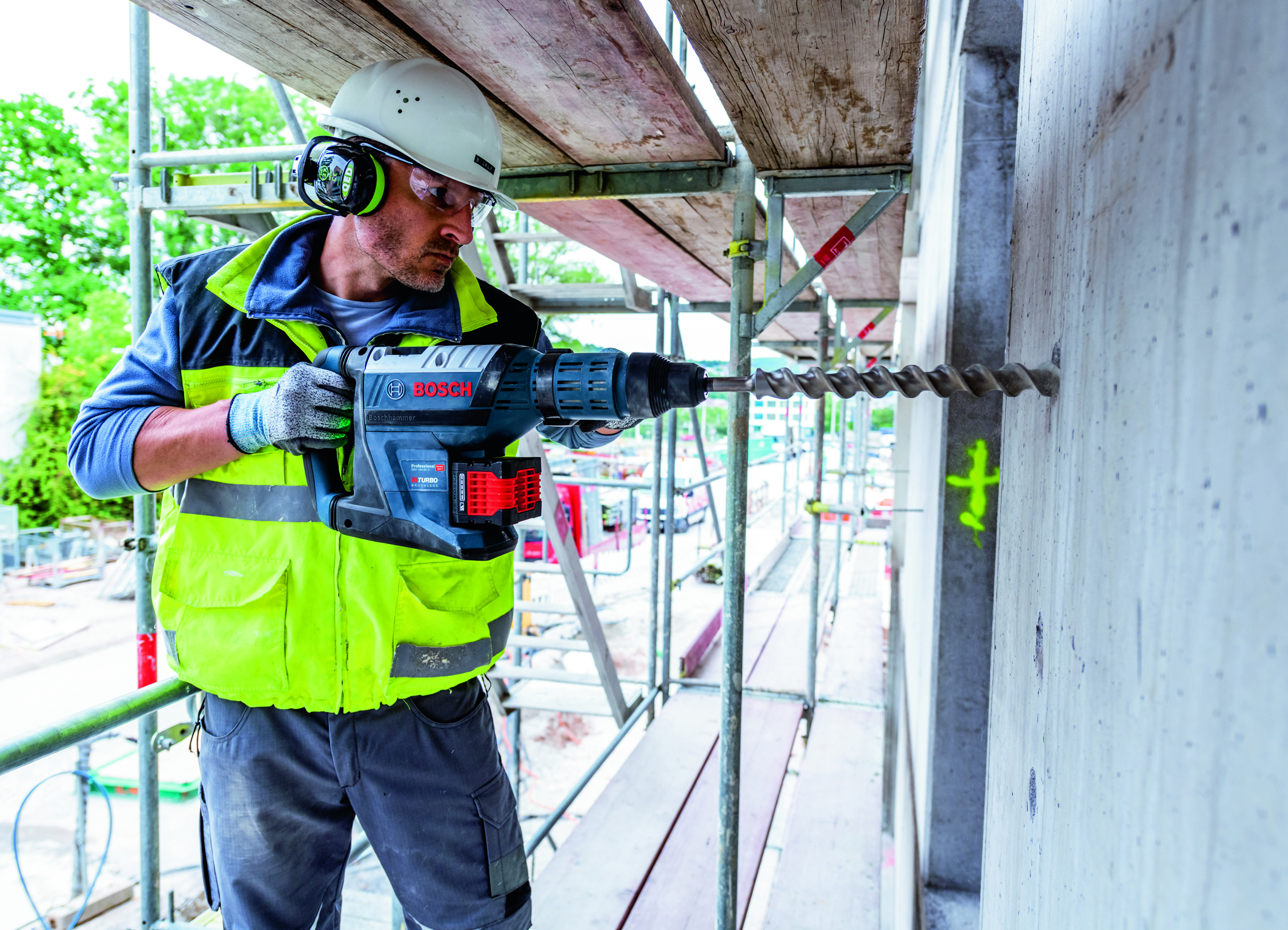 High drilling performance confirmed by an independent test institute: GBH 18V-45 C Professional Biturbo hammer from Bosch for professionals