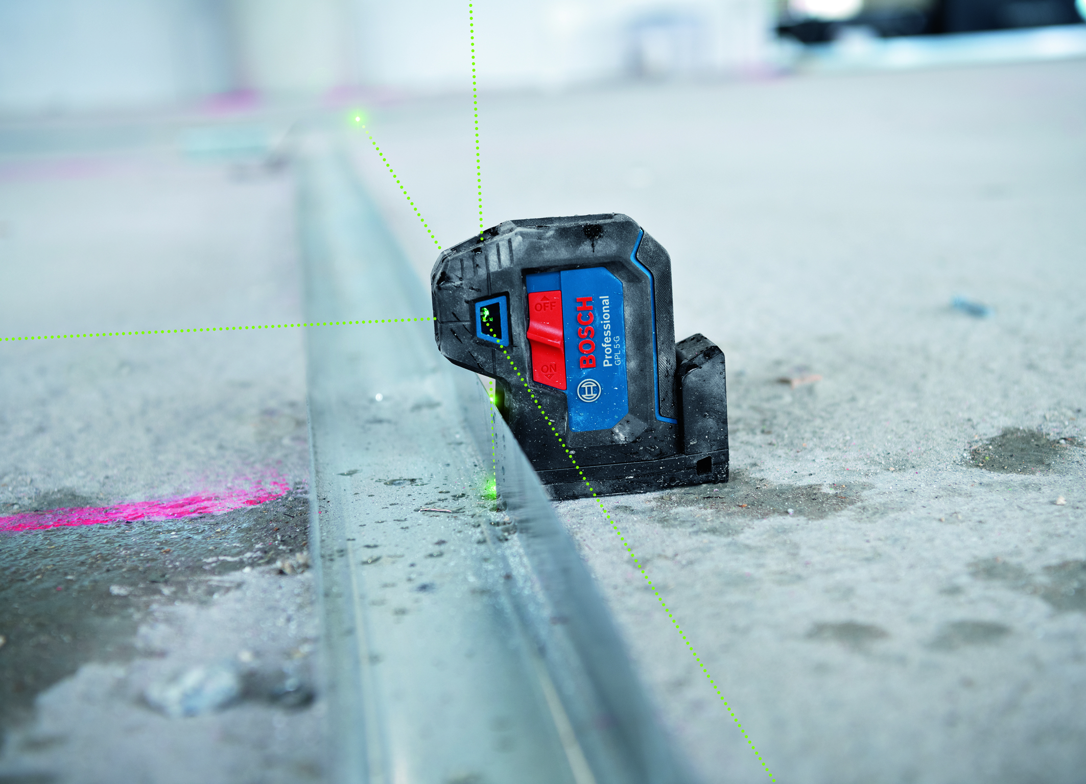 Easy handling due to an integrated rotating mount: New Bosch point laser generation for professionals