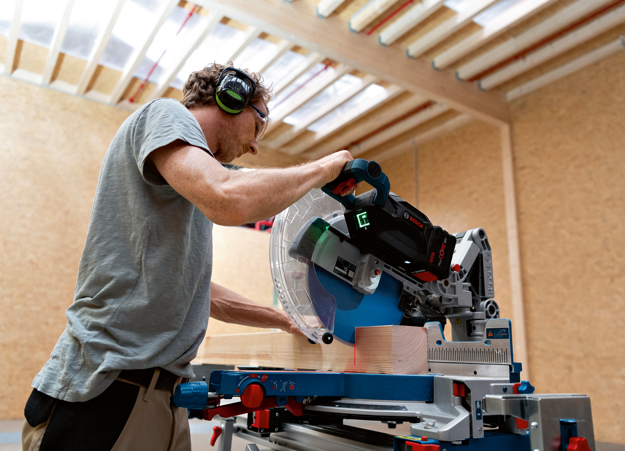Superior cutting performance confirmed by an independent test institute: Biturbo miter saw from Bosch for professionals