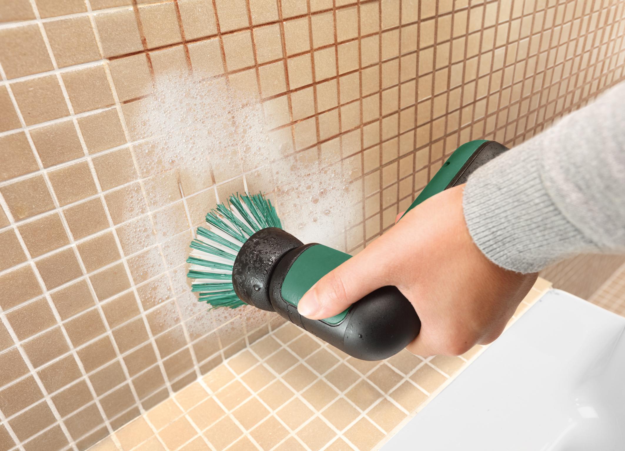 UniversalBrush – verschiedene Aufsätze, unzählige Möglichkeiten: Bürste zum Reinigen stark verschmutzter Oberflächen