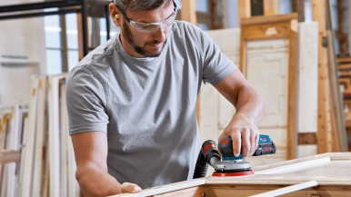 Compact and flexible for mobile use: The first Bosch cordless random orbit sande ...