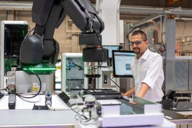 Modular manufacturing system