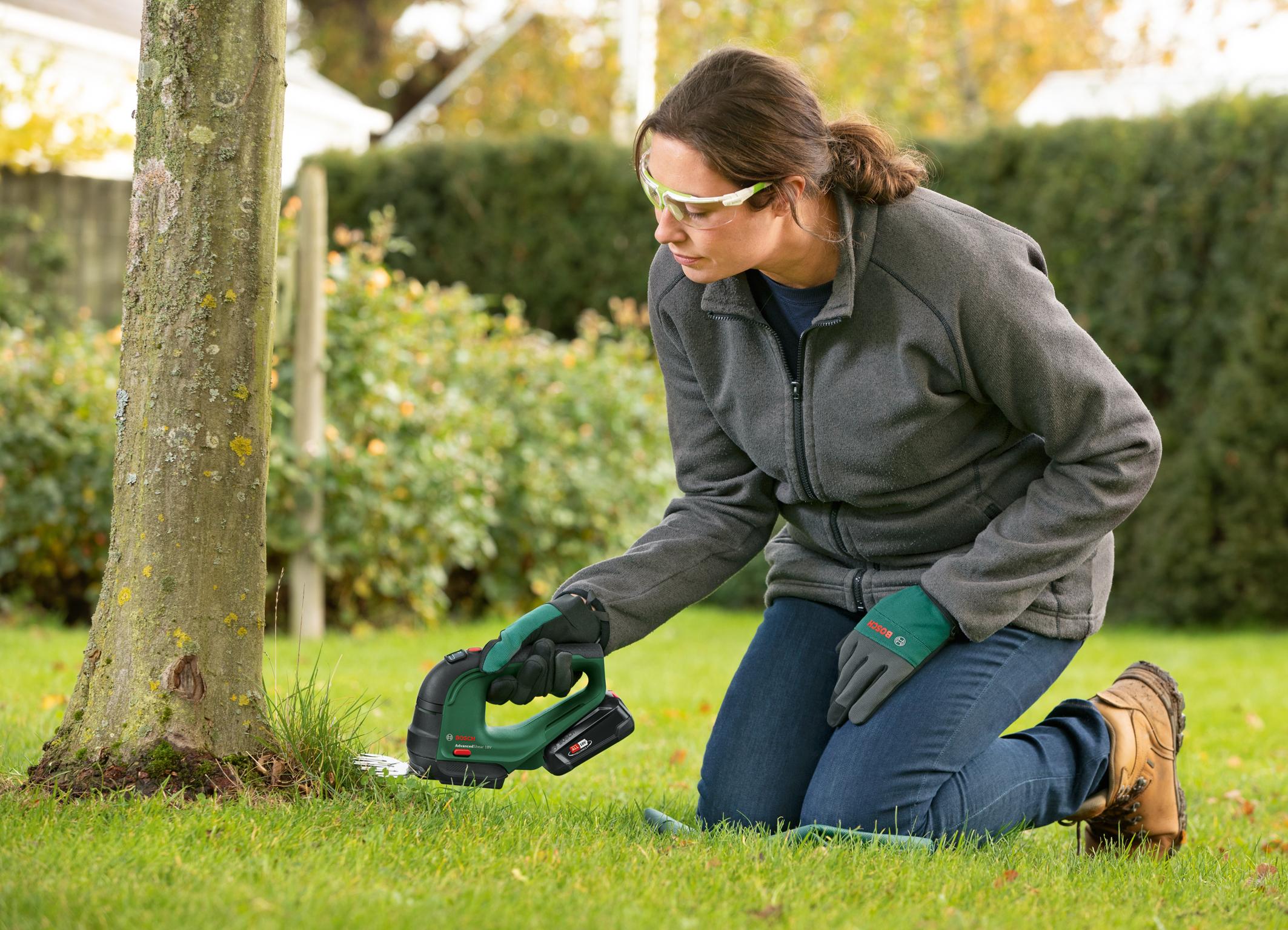 Bessere Schnittleistung als herkömmliche Gras- und Strauchscheren: AdvancedShear 18V-10 von Bosch für Hobbygärtner