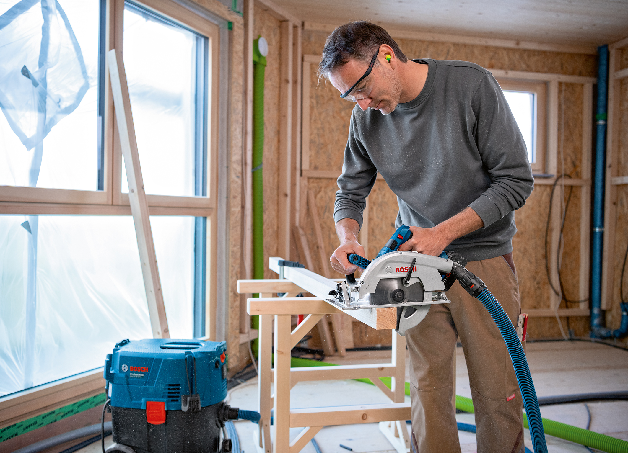 Best cutting depth in its class and a wider range of applications:  Biturbo hand-held circular saw GKS 18V-70 L Professional from Bosch for pros