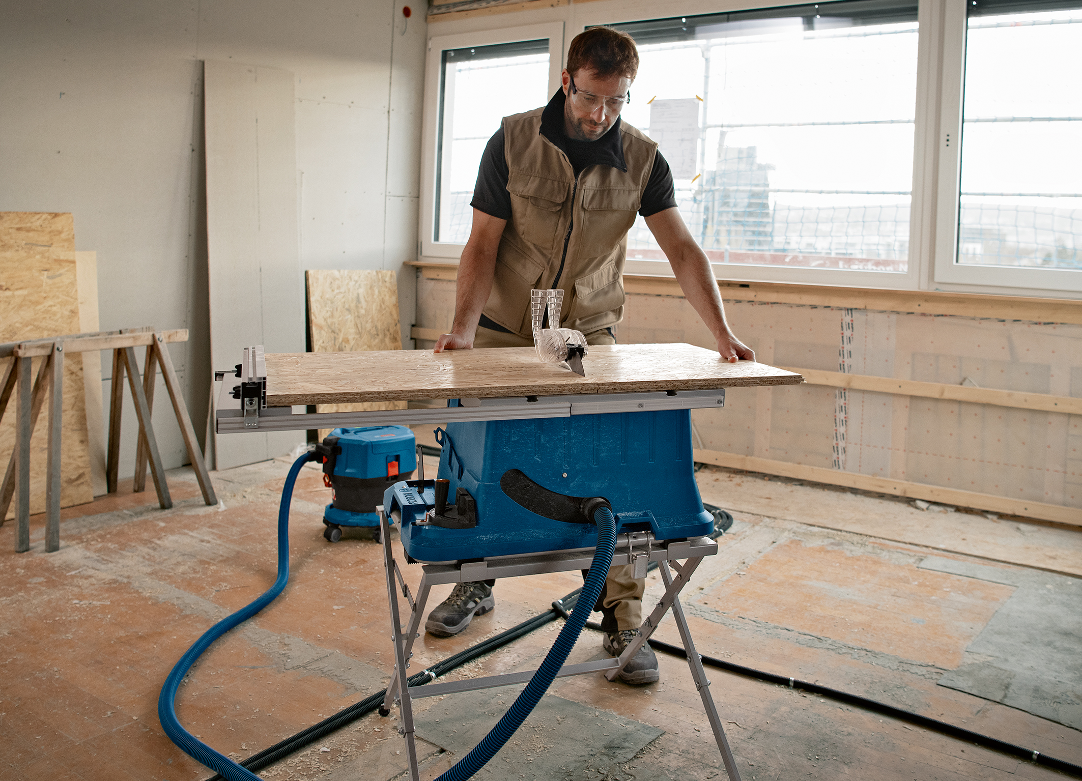 The best cutting capacity in its class and high user protection: Biturbo table saw GTS 18V-216 Professional from Bosch for pros