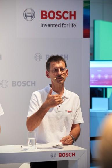 Dr. Hans-Peter Meyen bei der Pressekonferenz Automechanika 2016