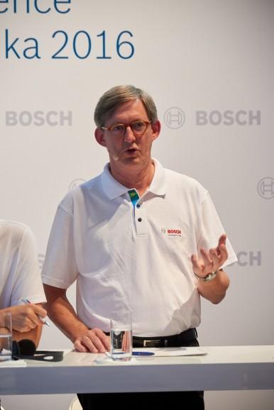 Dr. Uwe Thomas bei der Pressekonferenz Automechanika 2016