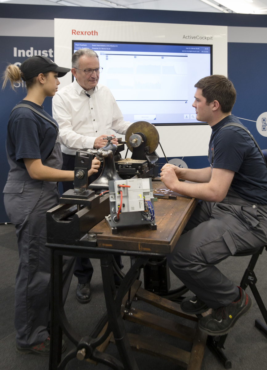 Bosch member of the board of management, Dr. Werner Struth with two apprentices at the lathe.
