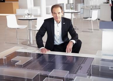 Bosch-Chef Dr. Volkmar Denner erhält den Leadership Award Connected World 2016