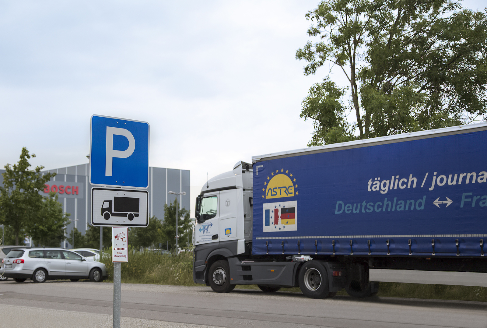 Secure Truck Parking at the Bosch site in Karlsruhe at the A5 freeway: Parking areas for trucks also at company premises