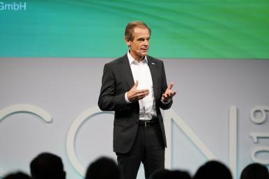 """Bosch-Chef Volkmar Denner bei der Eröffnung der AICON 2019: """"Für Bosch ist künstliche Intelligenz eine Schlüsseltechnologie der Zukunft."""""""