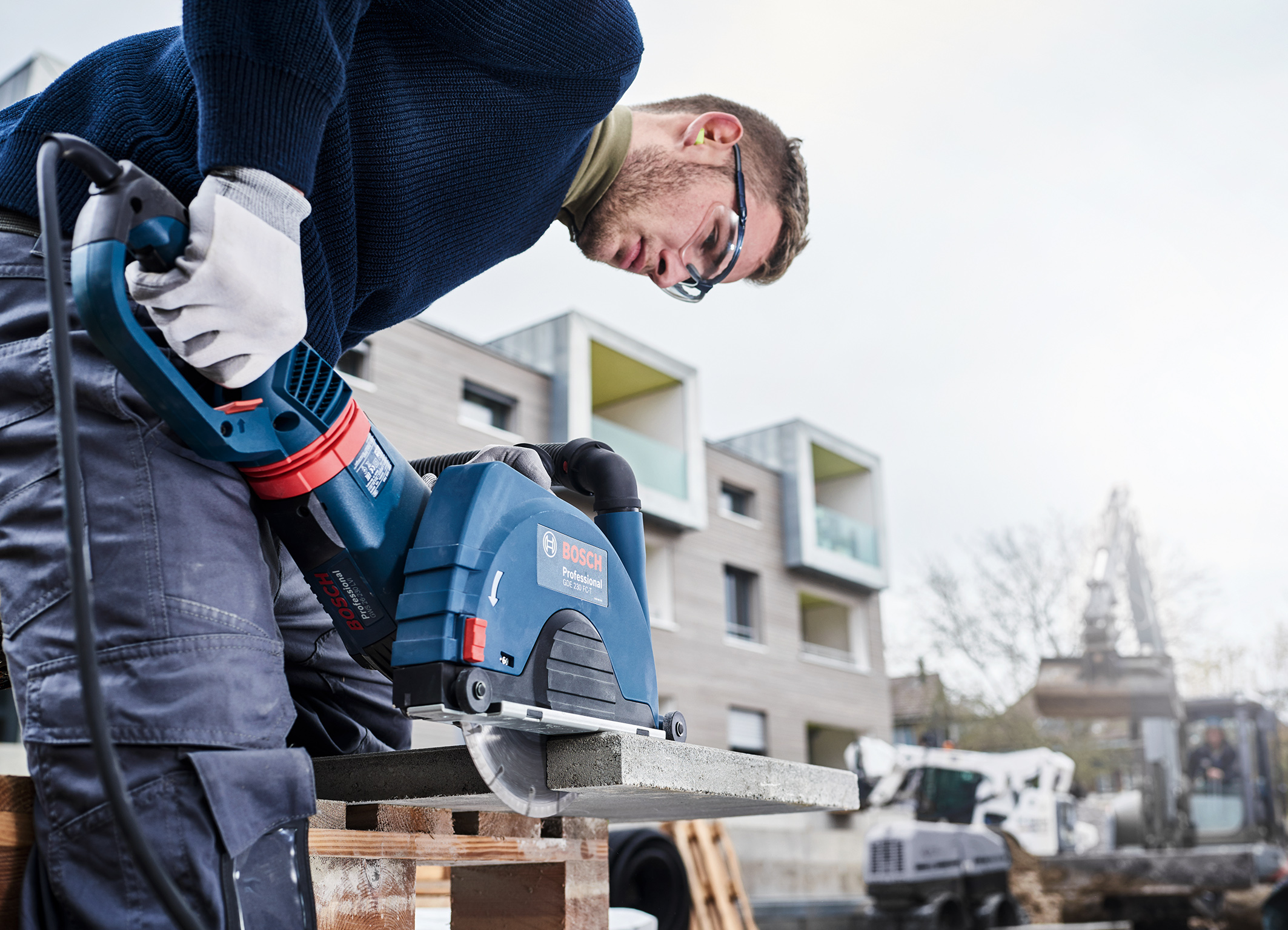 """Bosch Reliable cuts in a wide range of building materials: """"Standard for Universal"""" diamond cutting disk"""