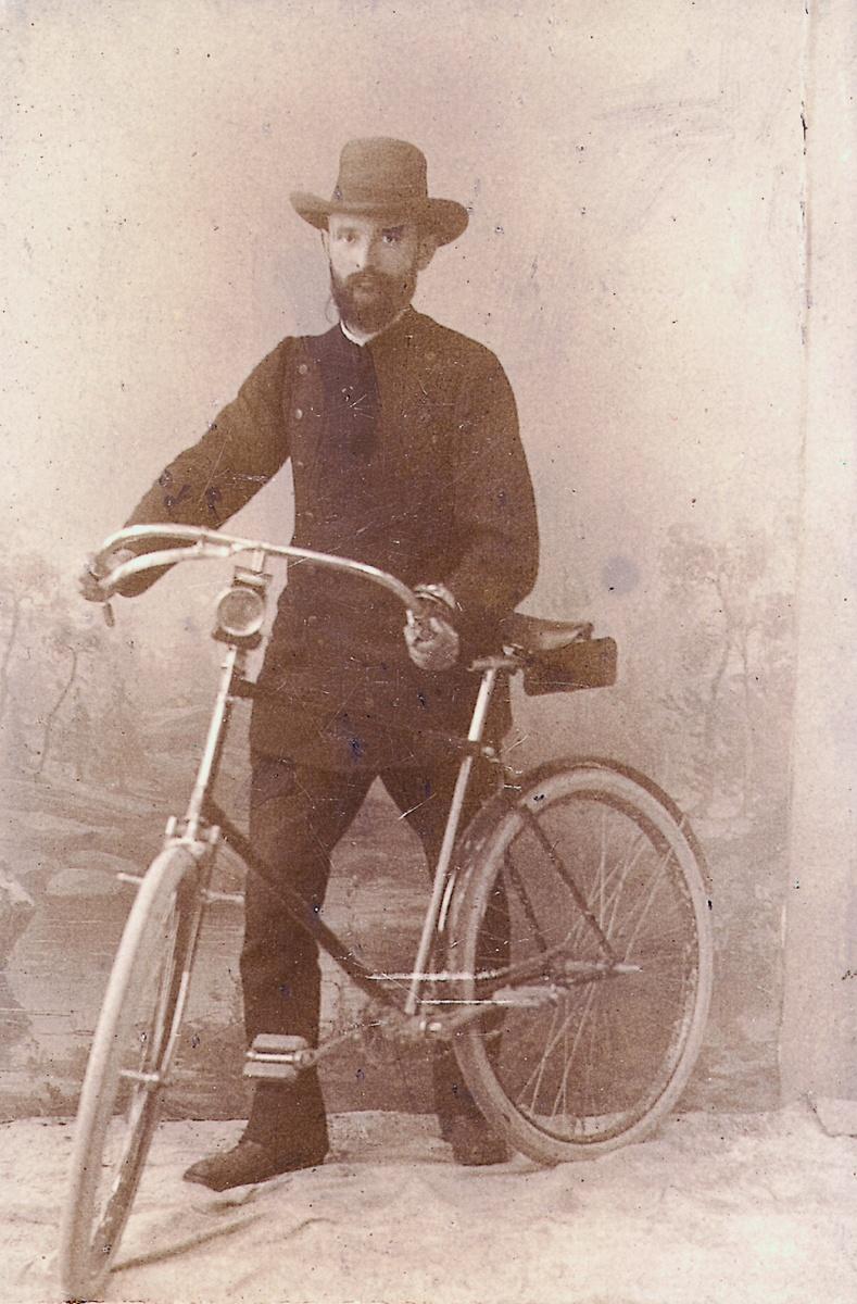 Robert Bosch mit seinem Fahrrad, 1890