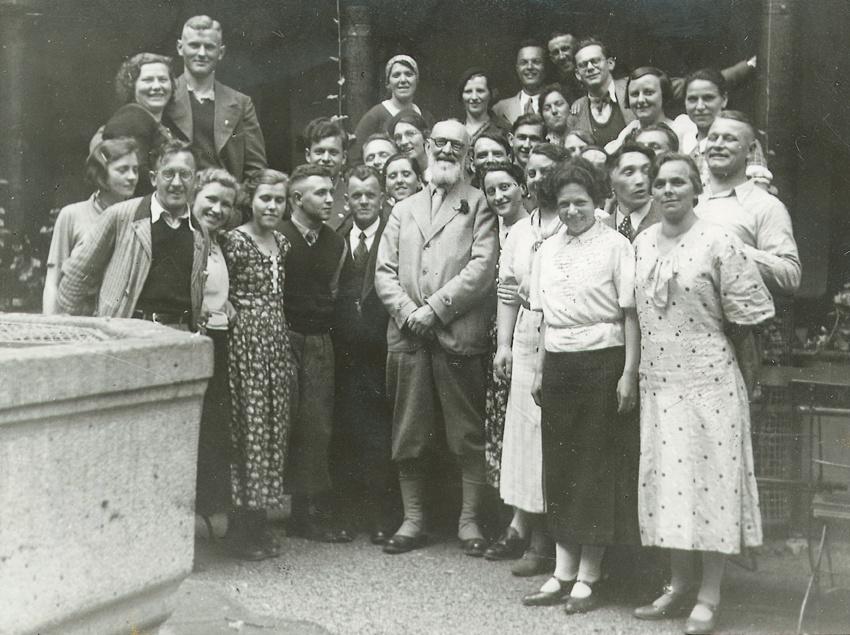 Robert Bosch mit Angestellten in Stuttgart-Feuerbach, 1935