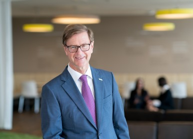 Dr. rer. pol. Stefan Asenkerschbaumer Deputy Chairman, Board of Management Robert Bosch GmbH
