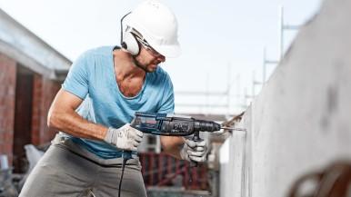 Durată de viață mai mare la perforarea betonului armat: Burghiul de ciocan perforator Bosch SDS plus-7X