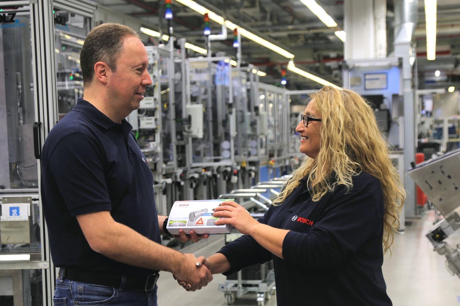 Weihnachten: Bosch schickt 130 000 Schutzengel auf Deutschlands Straßen