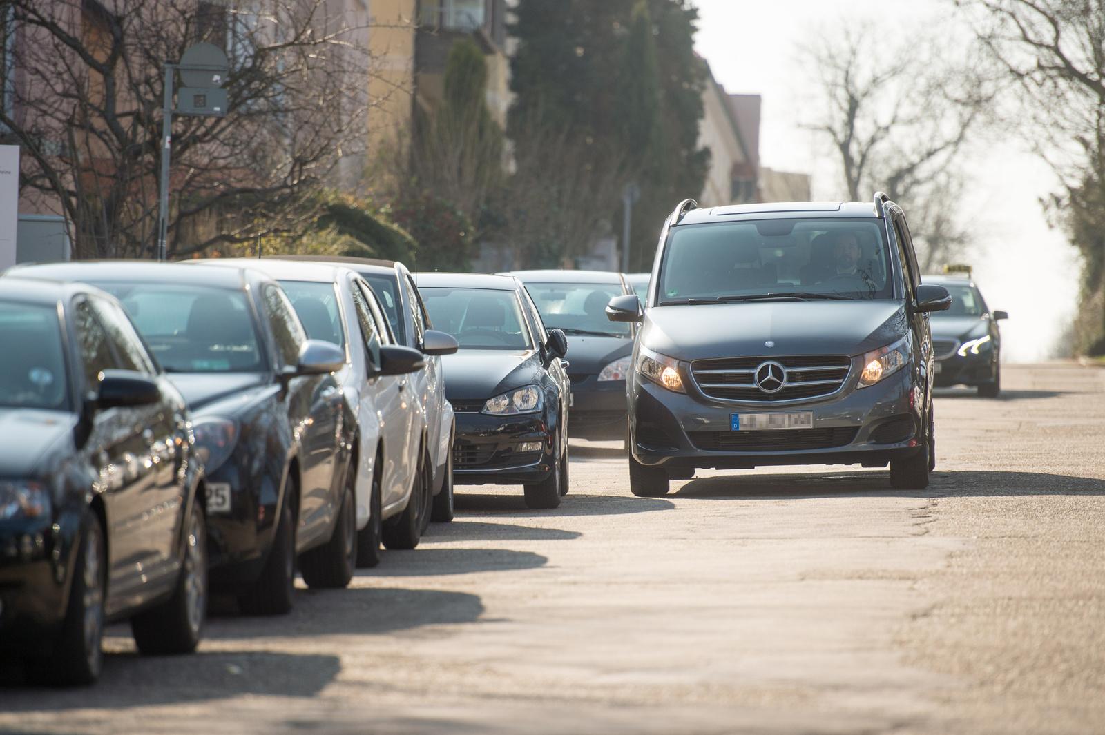Bosch und Daimler vereinfachen die Parkplatzsuche