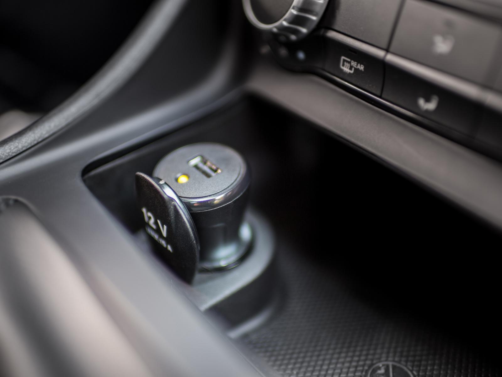 Bosch zeigt einen nachrüstbaren Adapter für den automatischen Notrufservice eCall, den Retrofit eCall.