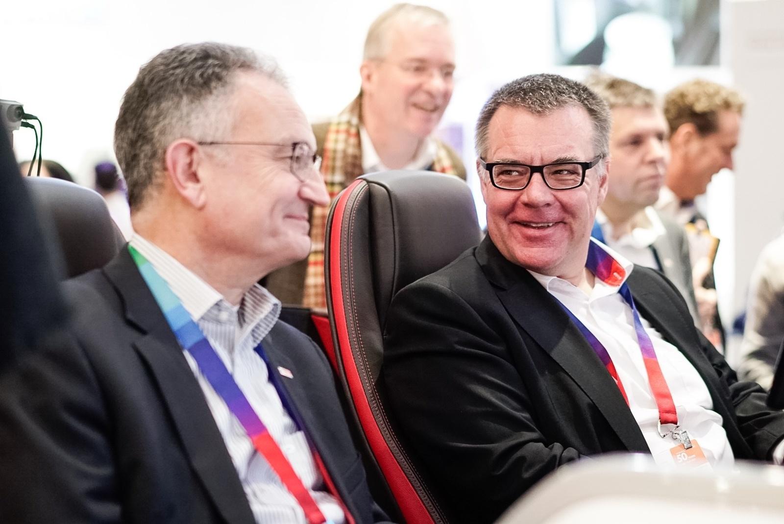 Bosch auf der CES 2017: Geschäftsführer Werner Struth und Dirk Hoheisel testen neues Konzeptfahrzeug