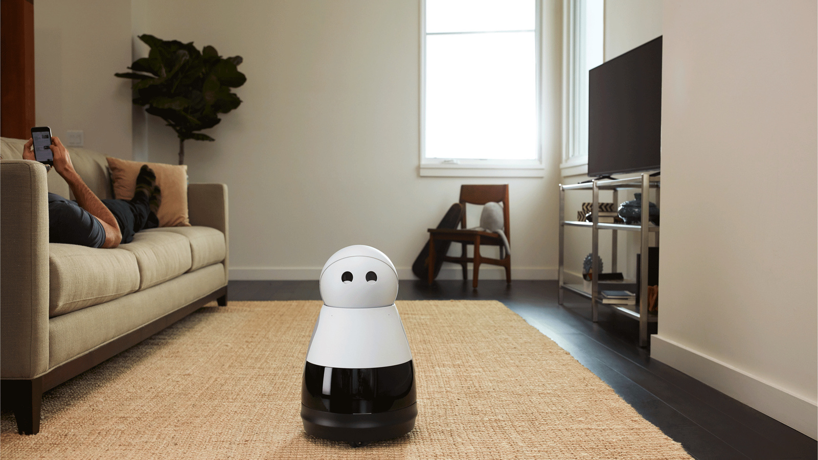 Home robot Kuri supports people in their everyday life.