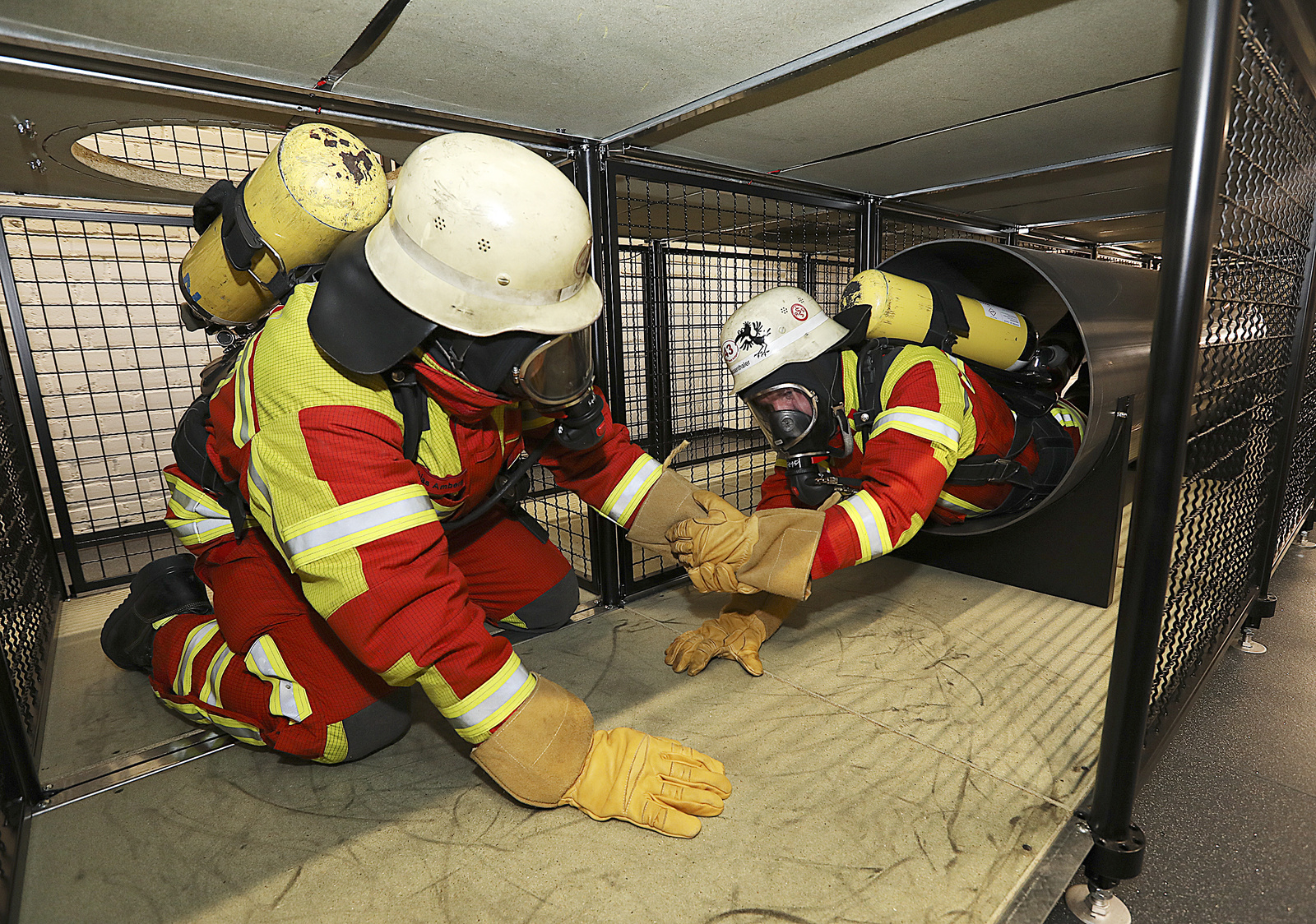 Fire service school: regular training with respiratory protection equipment