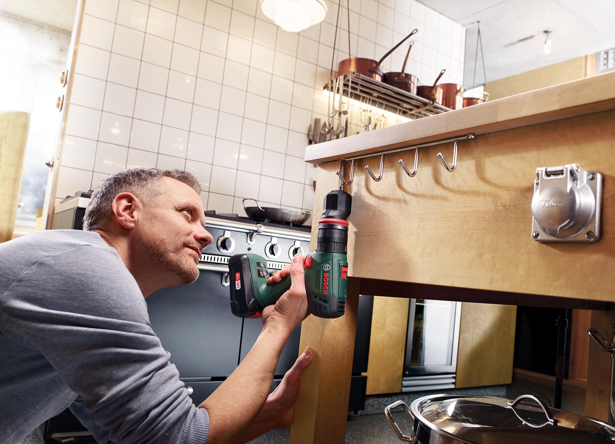 Akku-Schlagbohrschrauber-System für Heimwerker: AdvancedImpact 18 QuickSnap von Bosch mit Exzenteraufsatz