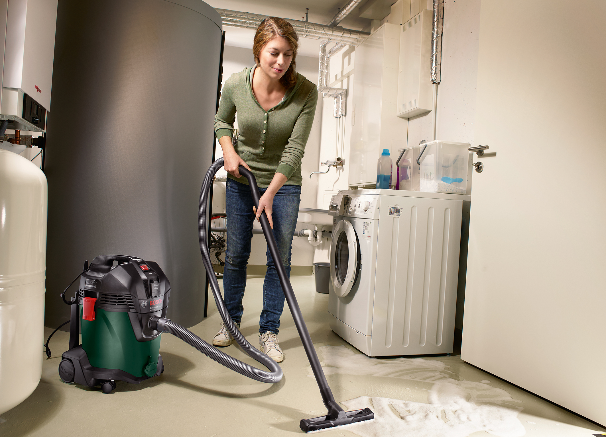 Powerful wet/dry vacuum cleaner with large container: the AdvancedVac 20 from Bosch for DIYers