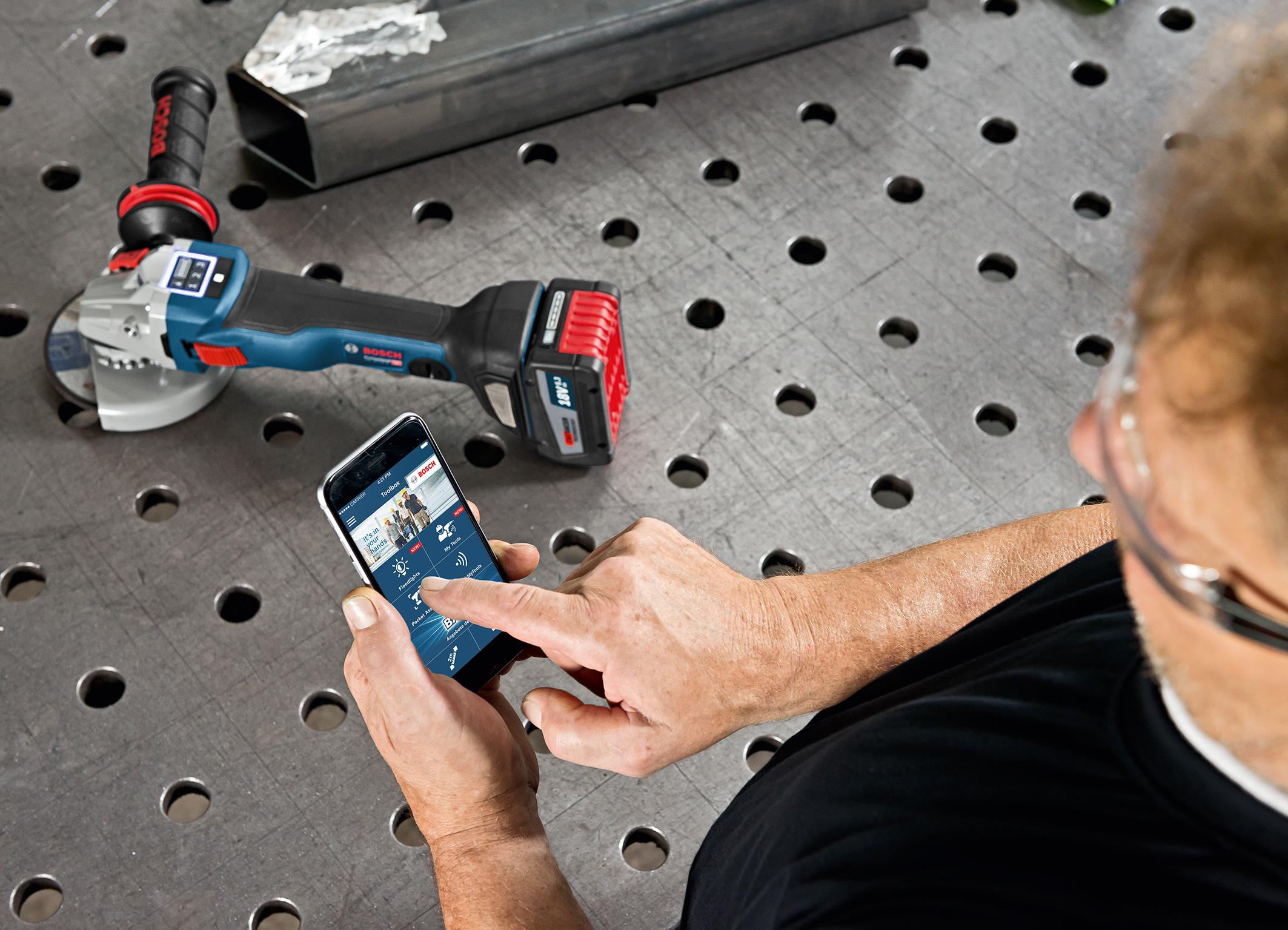 Mehr Effizienz und höherer Bedienkomfort: weltweit erste Connectivity-Winkelschleifer von Bosch für Profis