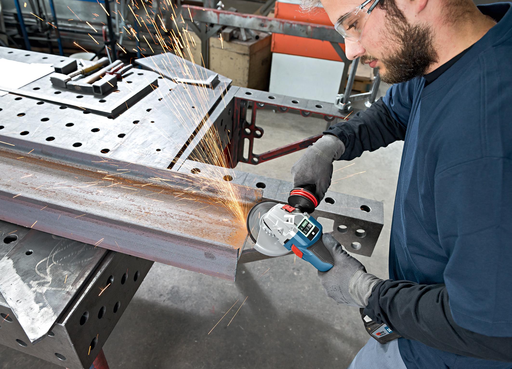 Akku-Geräte mit der Kraft eines Netzgeräts: Connectivity-Winkelschleifer von Bosch für Profis