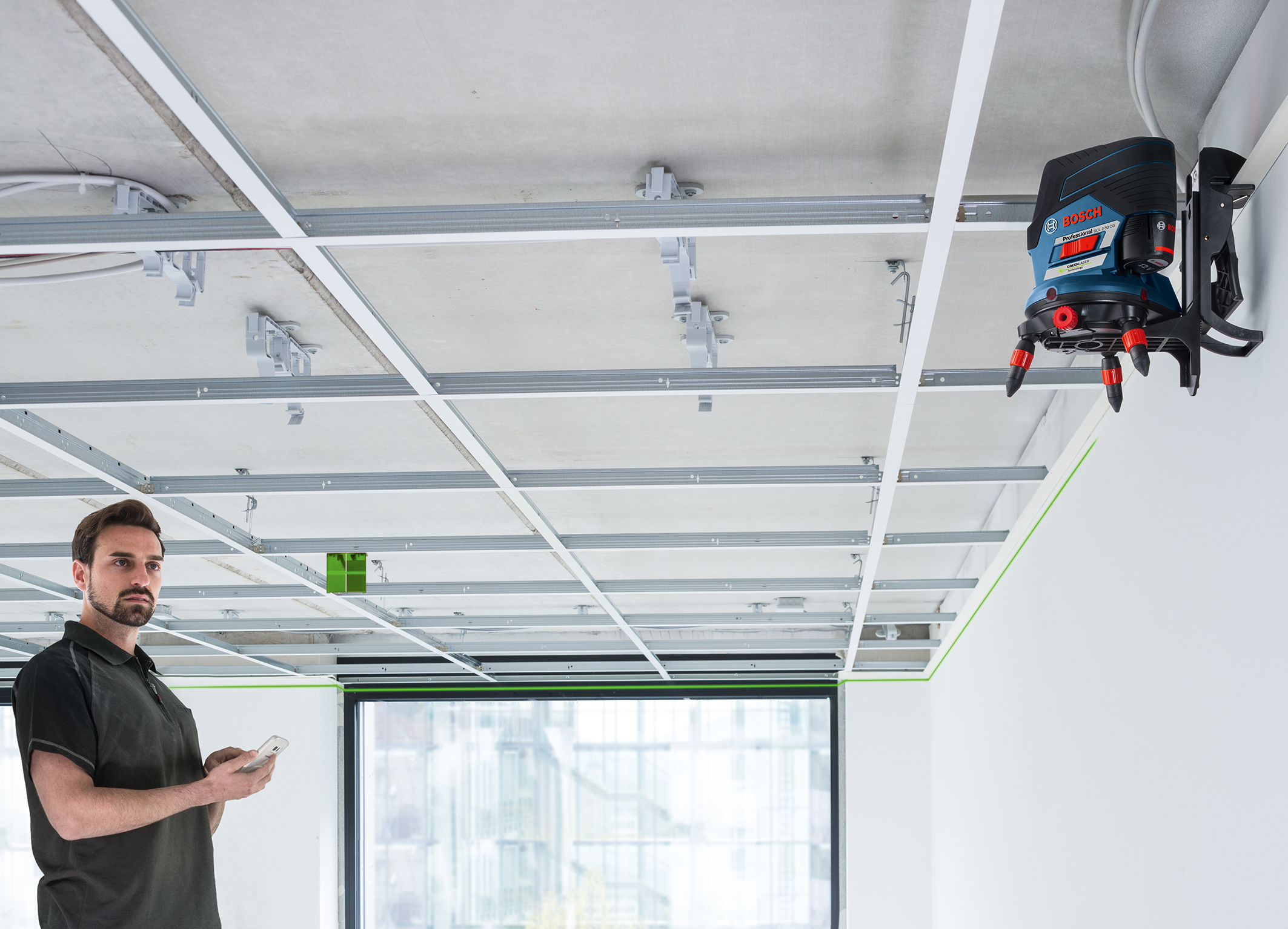Four times more visible thanks to green laser lines: Bosch combi laser GCL 2-50 CG Professional