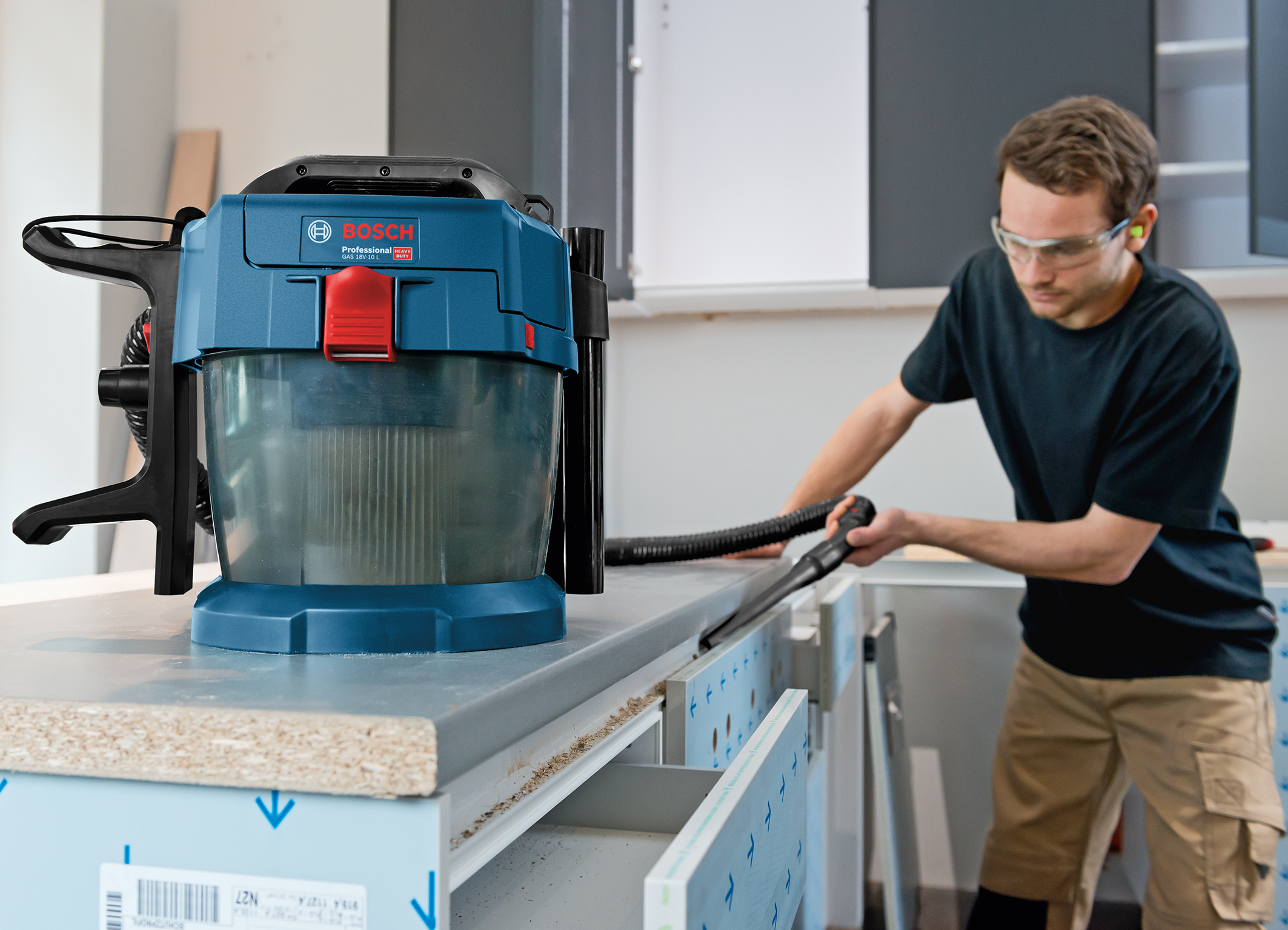 Wet/dry extractor for almost every application: the GAS 18V-10 L Professional from Bosch for professionals