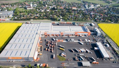 Gebrüder Weiss already leases ten truck parking spaces at its logistic center in Maria Lanzendorf near Vienna.