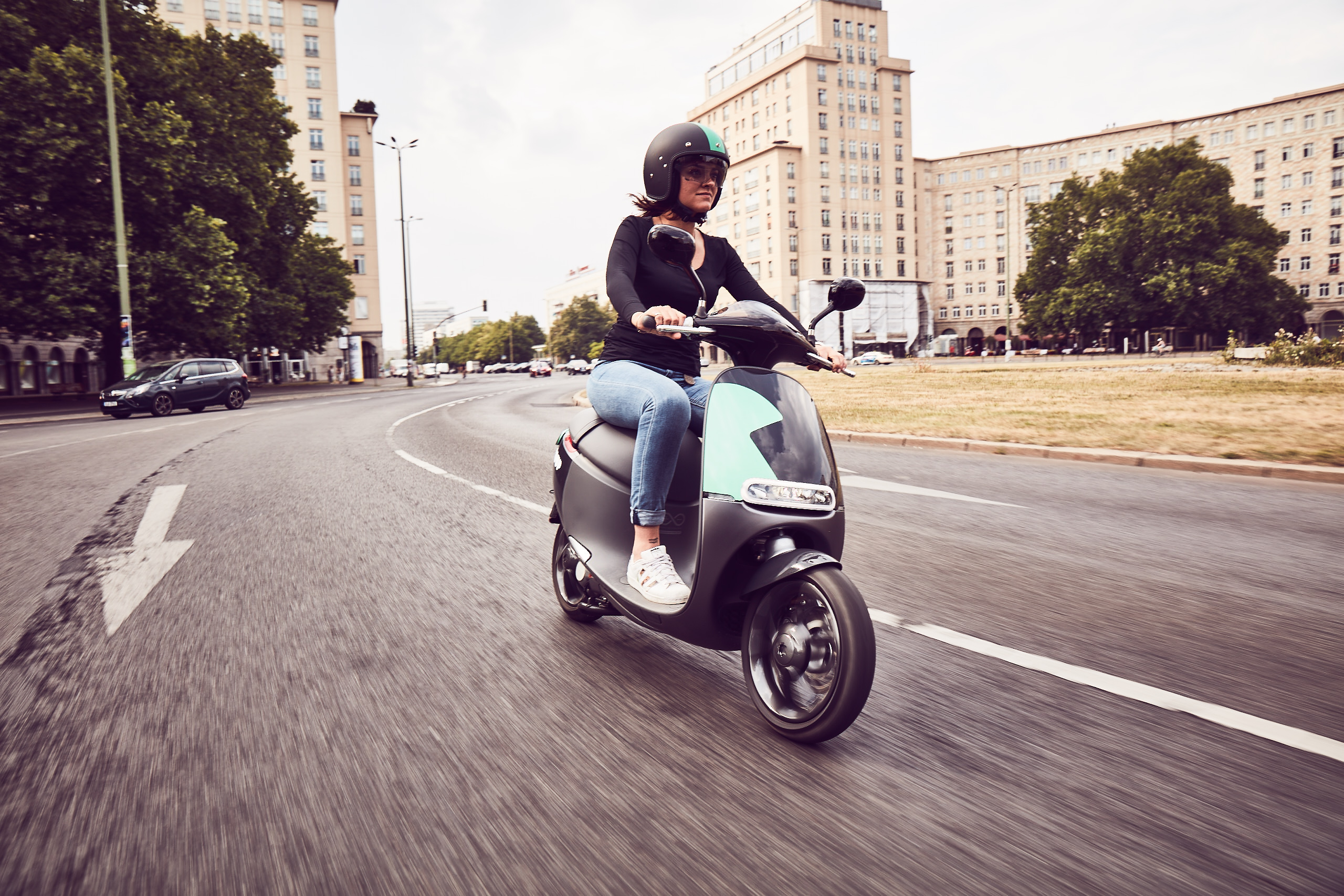 Two-wheeler mobility in metropolises: Quickly, flexibly, and variedly