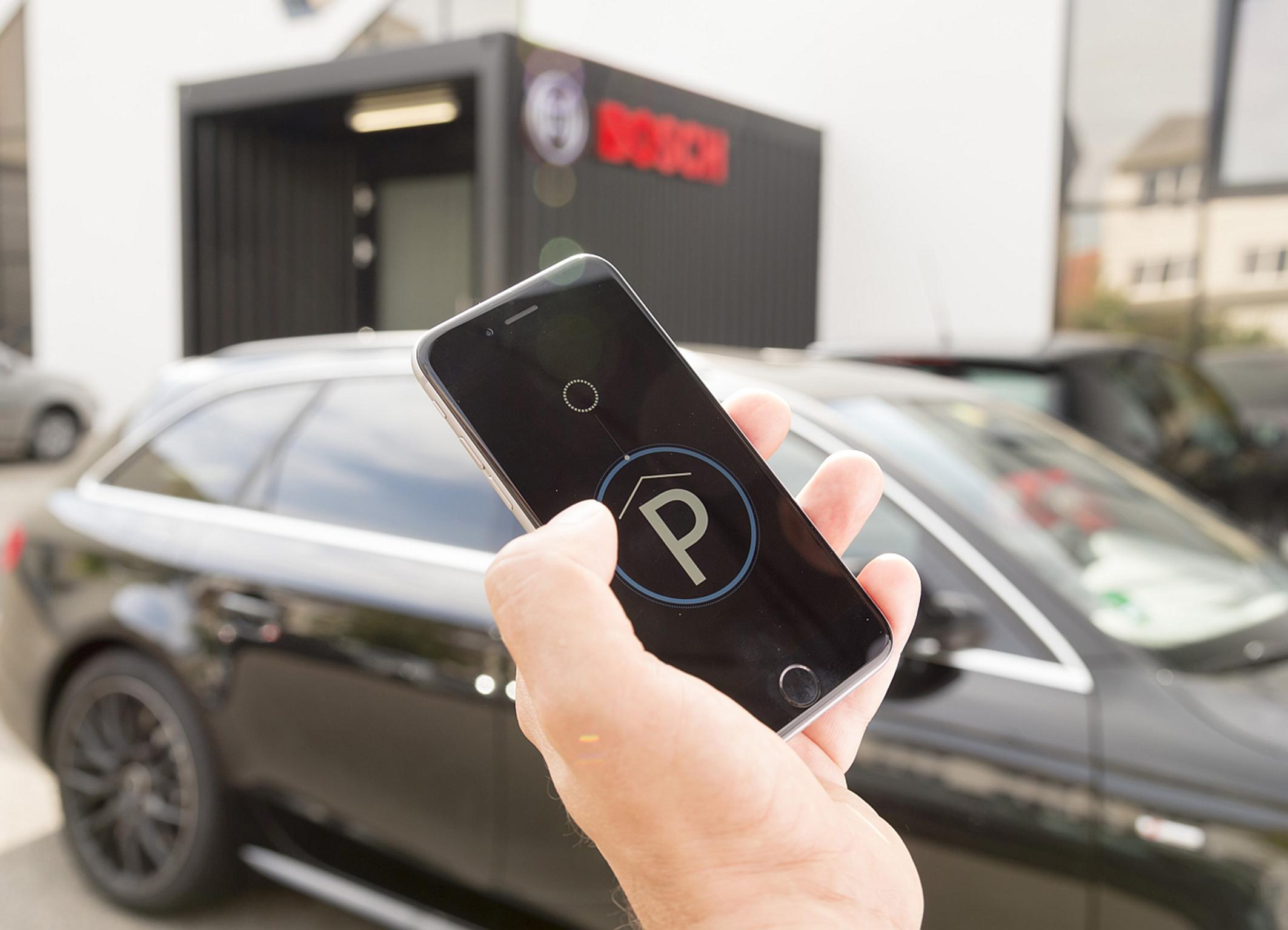 Vernetztes und Automatisiertes Parken von Bosch – Parkplatz finden und Einparken leicht gemacht