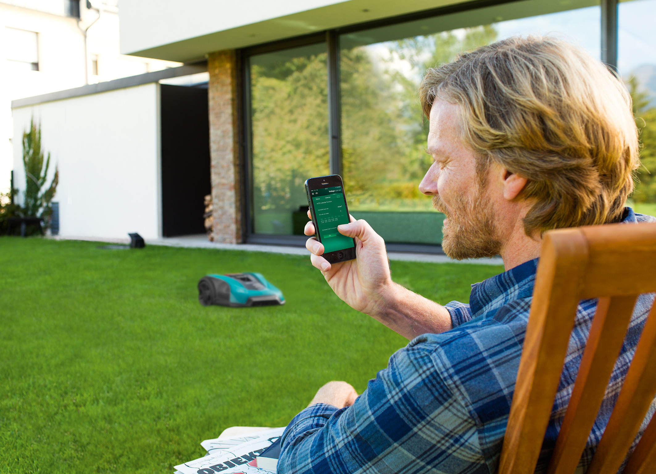 Autonomous lawn care and app control: The robotic lawnmower Indego 400 Connect