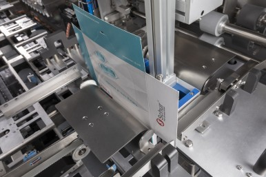 Fully integrated solution for topload carton forming, loading and closing