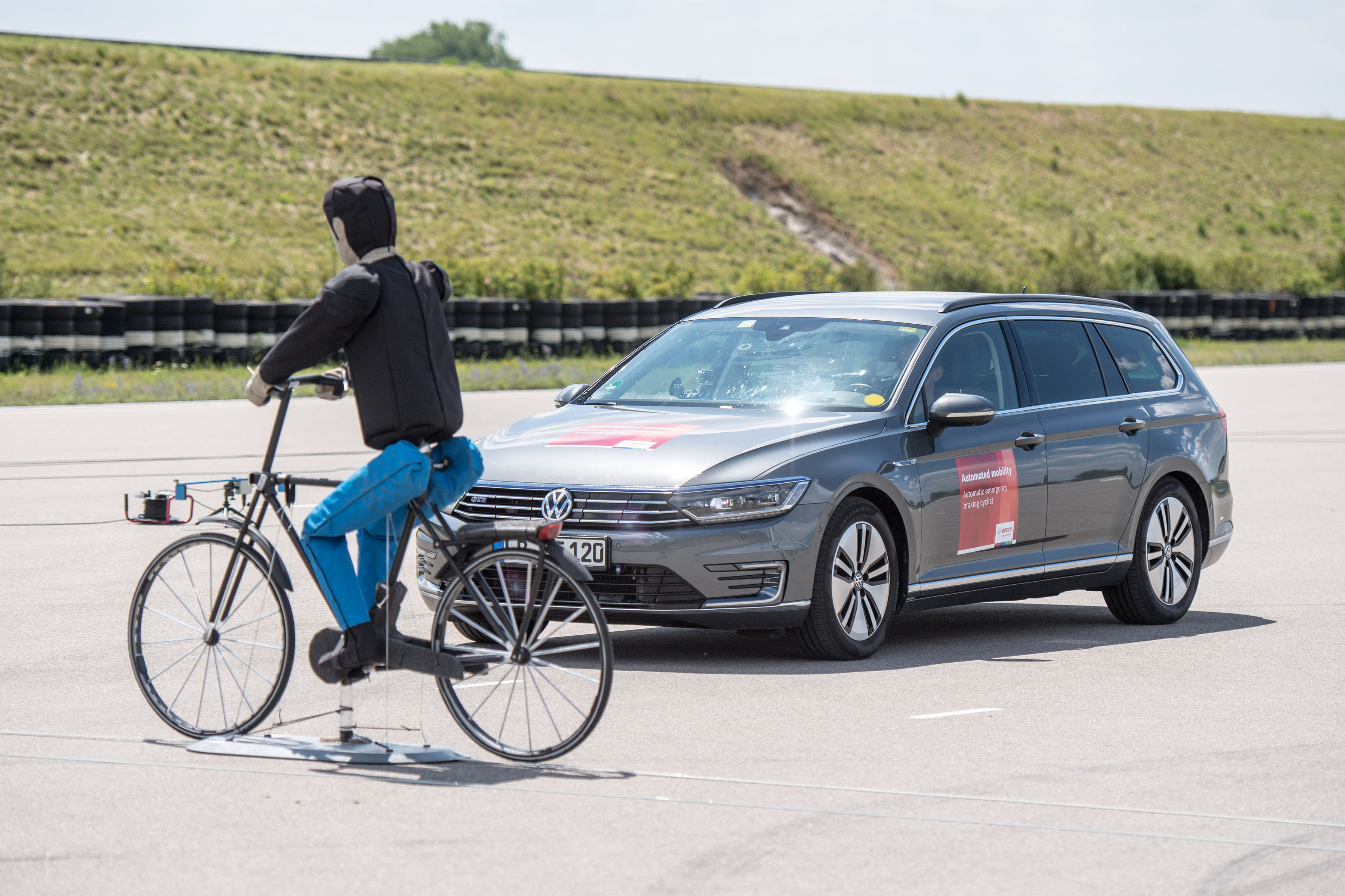 Bosch makes urban traffic safer for cyclists