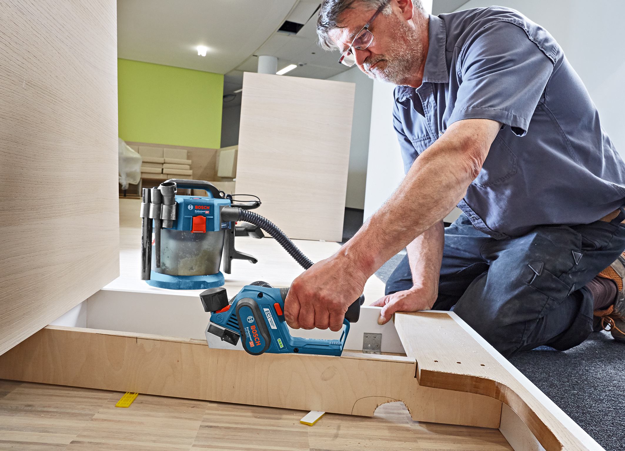 Convenient and powerful cordless planer: the GHO 12V-20 Professional from Bosch