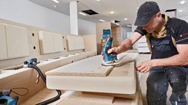 For the first time in our 12 V range: Cordless edge router and planer from Bosch