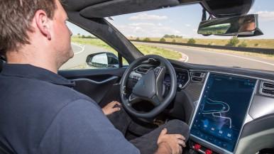 Redundante Systeme von Bosch treiben automatisiertes Fahren voran