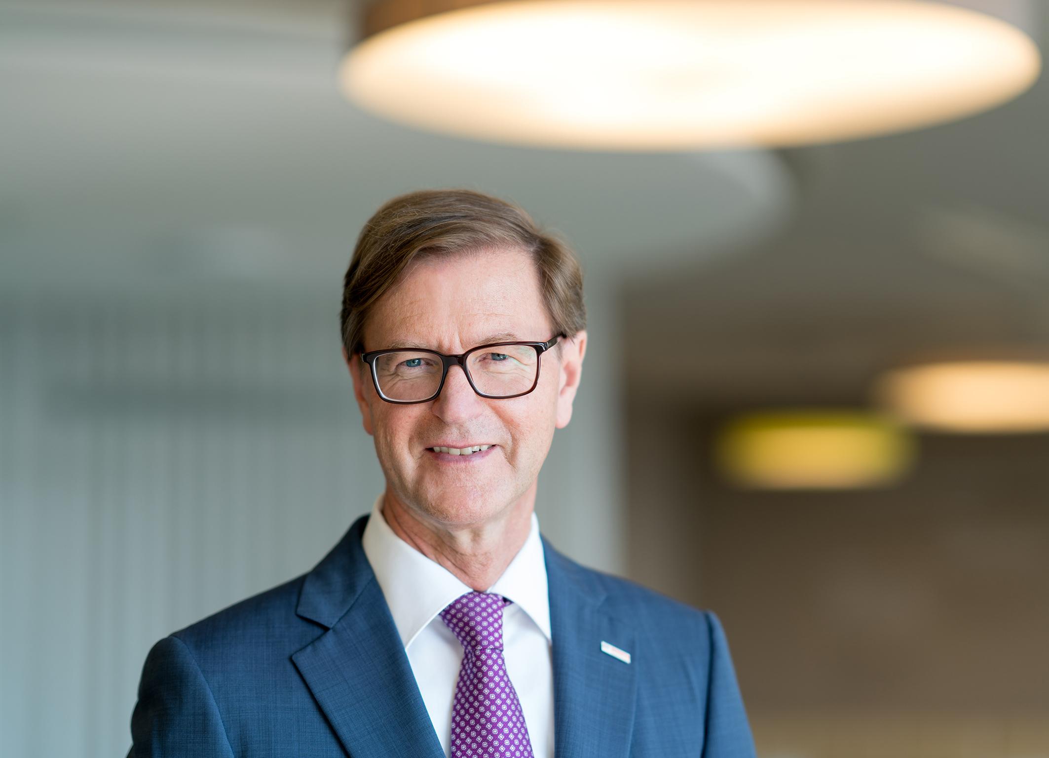 Prof. Dr. Stefan Asenkerschbaumer;Prof. Dr. rer. pol. Stefan Asenkerschbaumer