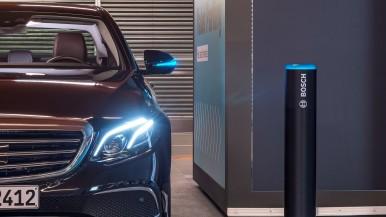 Wereldprimeur: Bosch en Daimler krijgen toestemming voor parkeren zonder bestuurder en zonder menselijk toezicht