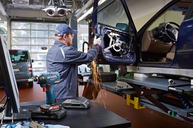 Bosch Automotive Aftermarket et Bosch Power Tools unissent leurs forces et présentent le garage du futur