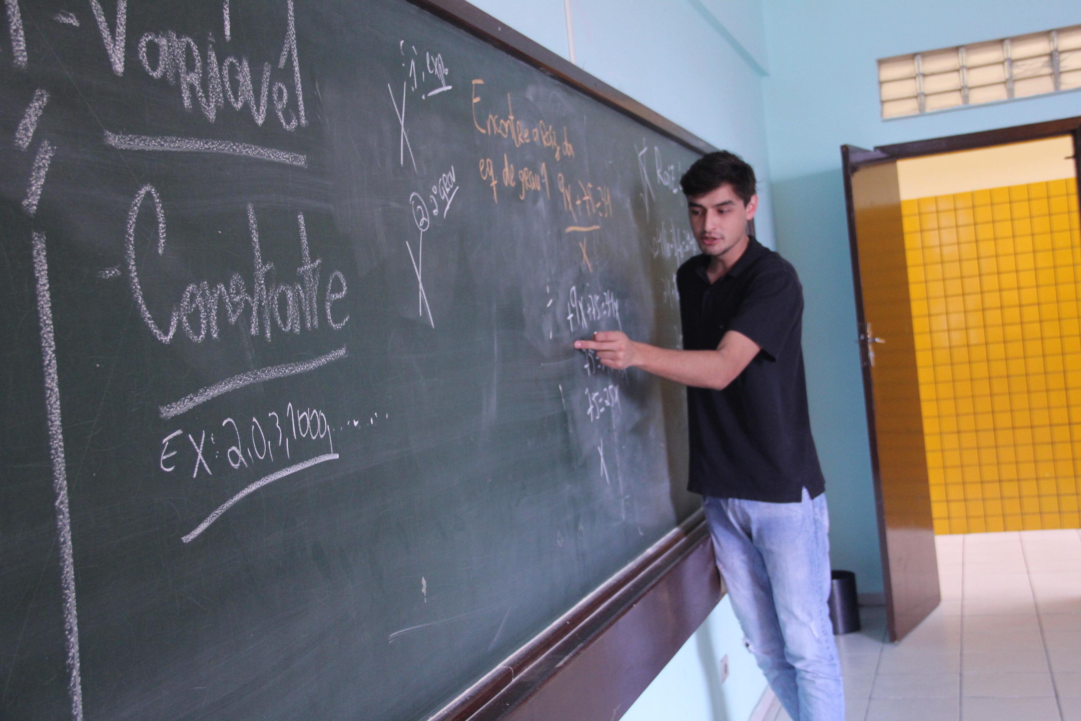 Natan Felipe Borba também foi estudante de escola pública e hoje é voluntário no  Projeto Reforço Escolar